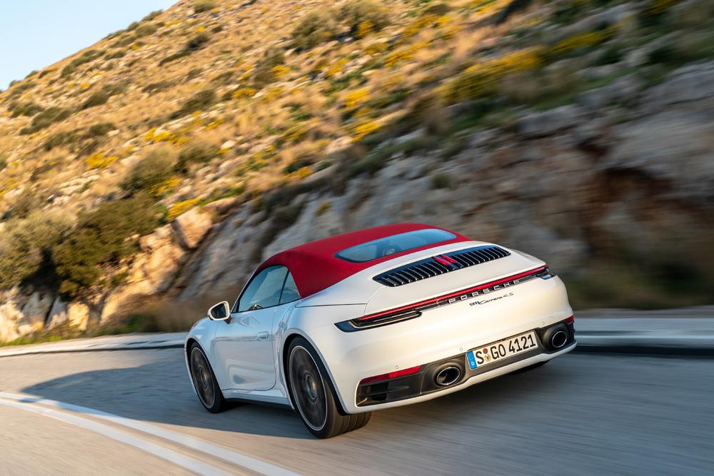 Hightech-Verdeck für das neue Porsche 911 Carrera Cabriolet