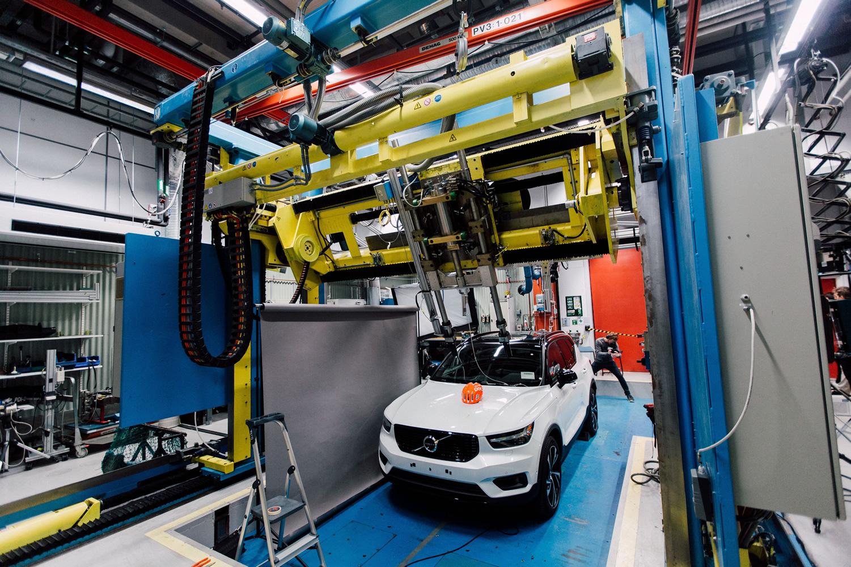 Volvo und POC entwickeln weltweit ersten Crashtest mit Autos und Fahrradhelmen