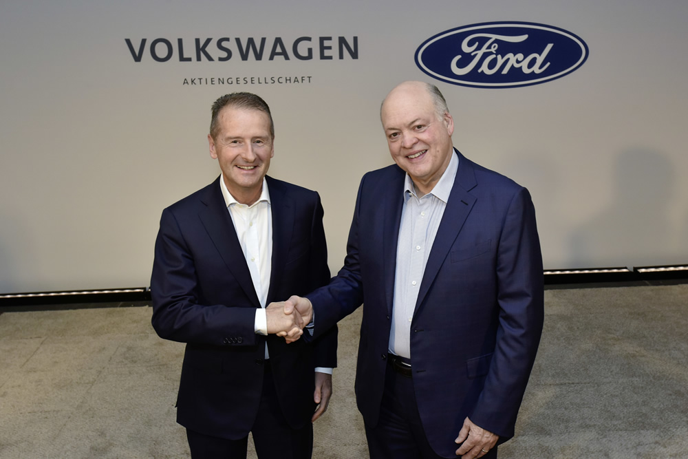 Die Vorstandsvorsitzenden Dr. Herbert Diess (Volkswagen Aktiengesellschaft) und Jim Hackett (Ford).