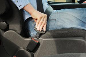 98 Prozent aller Insassen schnallen sich im Auto an (Bild: BASt)