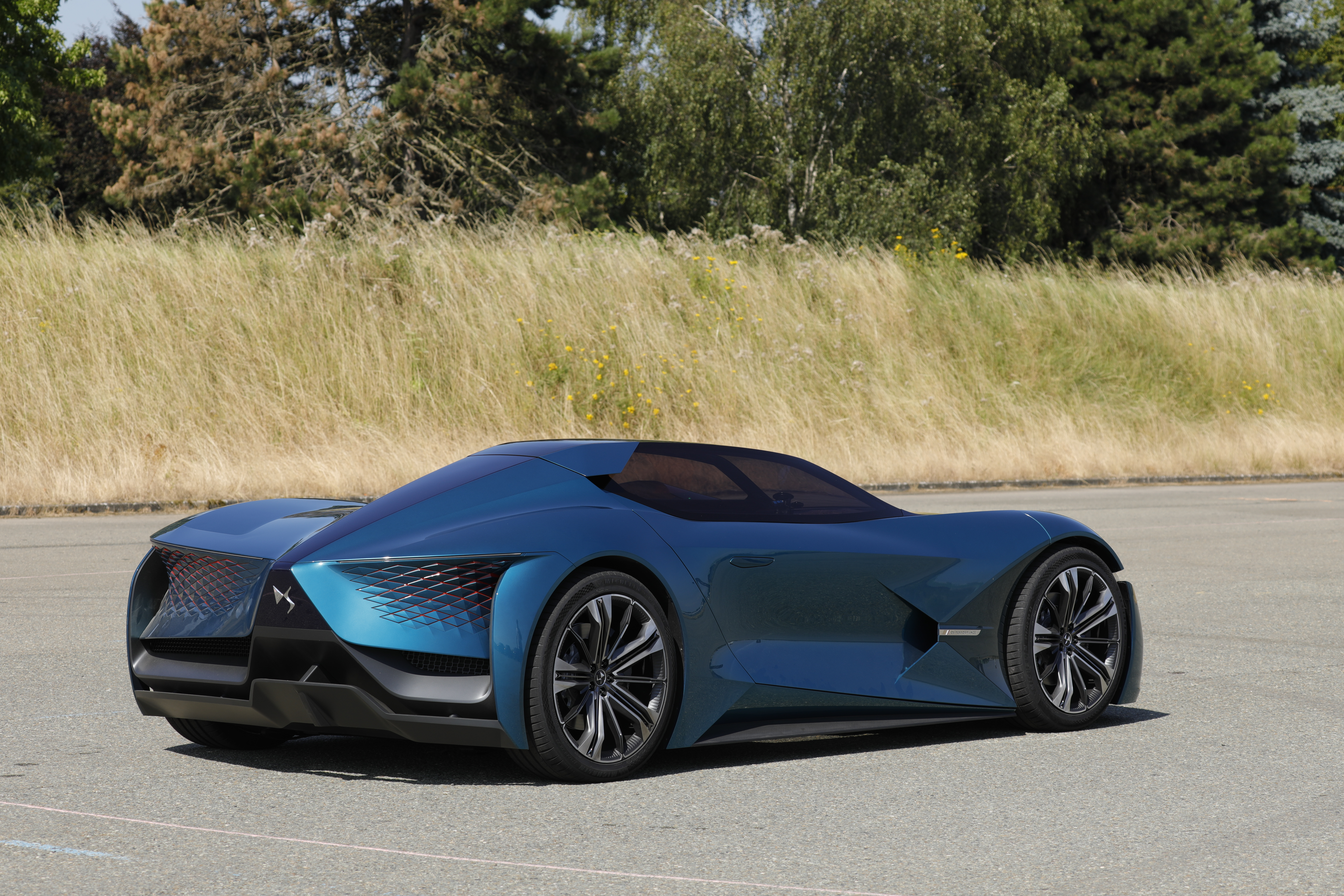 DS X E-TENSE: Erste Testfahrten mit dem avantgardistischen Concept Car