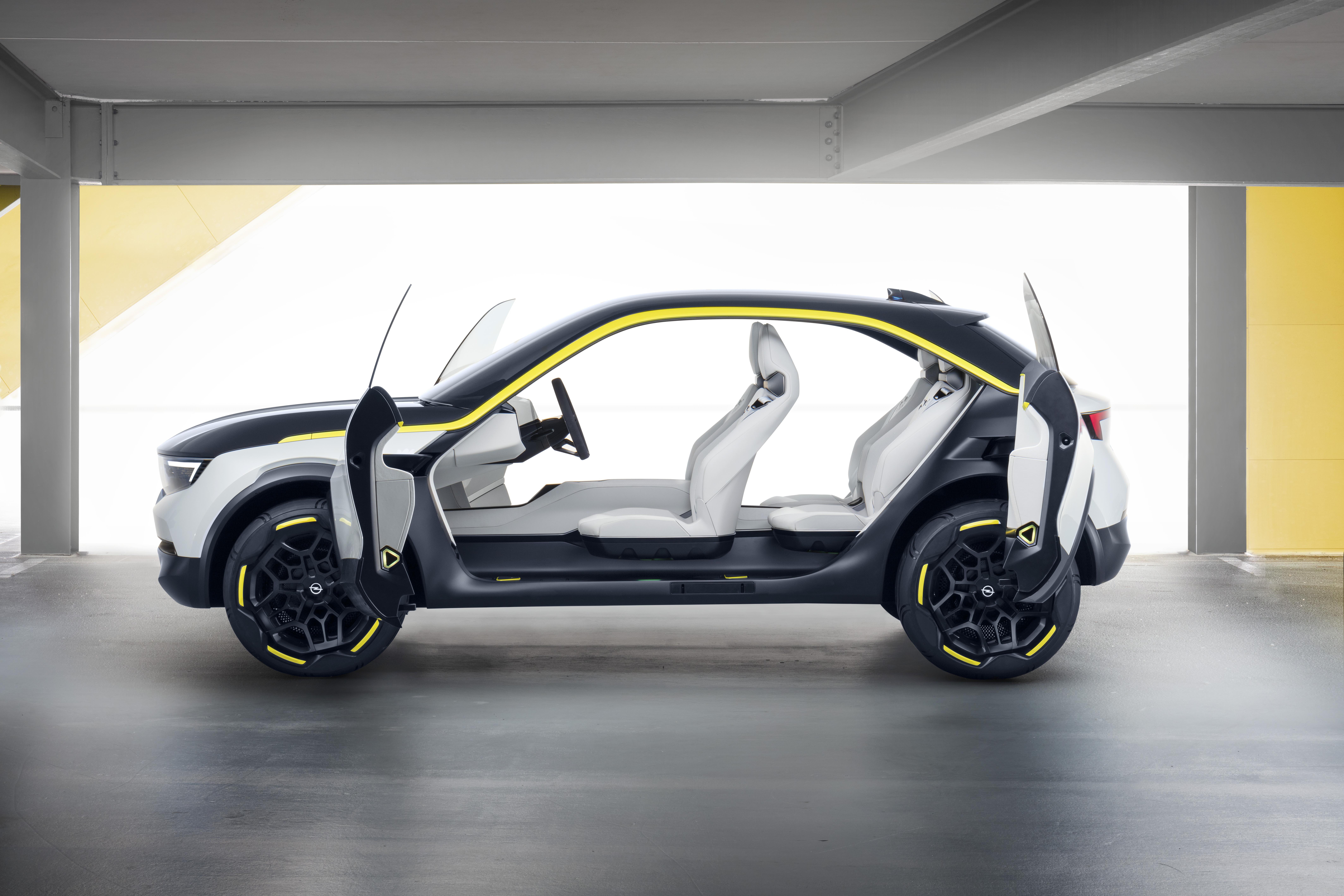 Opel GT X Experimental Seitentüren offen