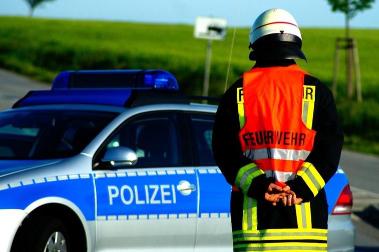 Verkehrsunfall mit Polizeifahrzeugen