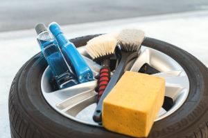 Winterreifen vor Einlagerung gründlich reinigen & überprüfen