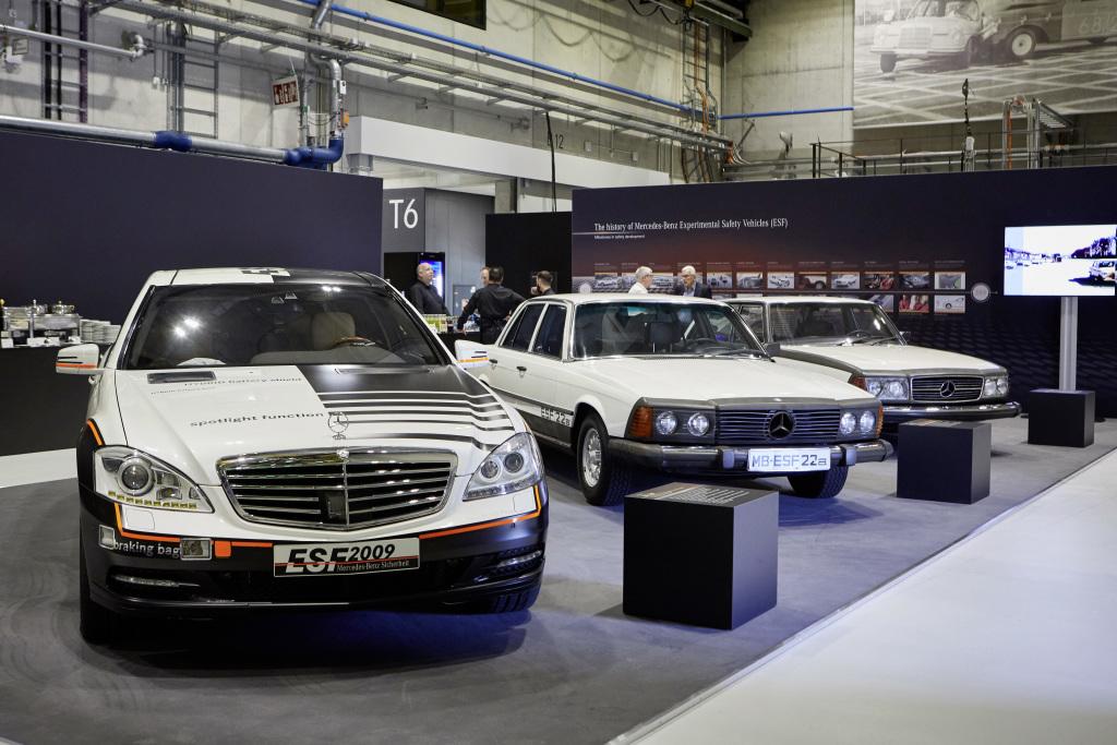 Mercedes-Benz Experimental-Sicherheits-Fahrzeuge ESF 2009, ESF 22a (1973) und ESF 13 (1972), von links nach rechts. Foto vom TecDay Mercedes-Benz ESF 2019 im Mai 2019.