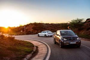 Der BMW i3 und die BMW 330e Limousine