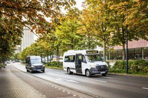 Mercedes-Benz baut das Angebot seiner Minibusse der neuen Generation weiter aus. Neu im Programm sind als Allrounder der Sprinter Transfer 45 sowie als Stadtbus der Sprinter City 45