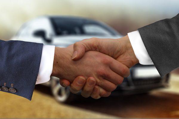 Neues Auto: diese ersten Aufgaben vom Kaufvertrag bis zum Wunschkennzeichen